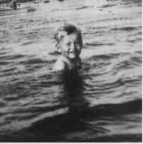 Johannes Møllehave i Roskilde Fjord fra bogen 'Barn af besættelsen'