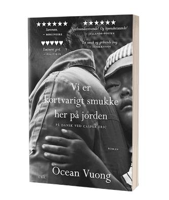 Lise læser 'Vi er kortvarigt smukke her på jorden' af Ocean Vuong