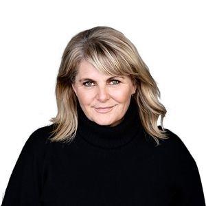 Sara Blædel som månedens forfatter