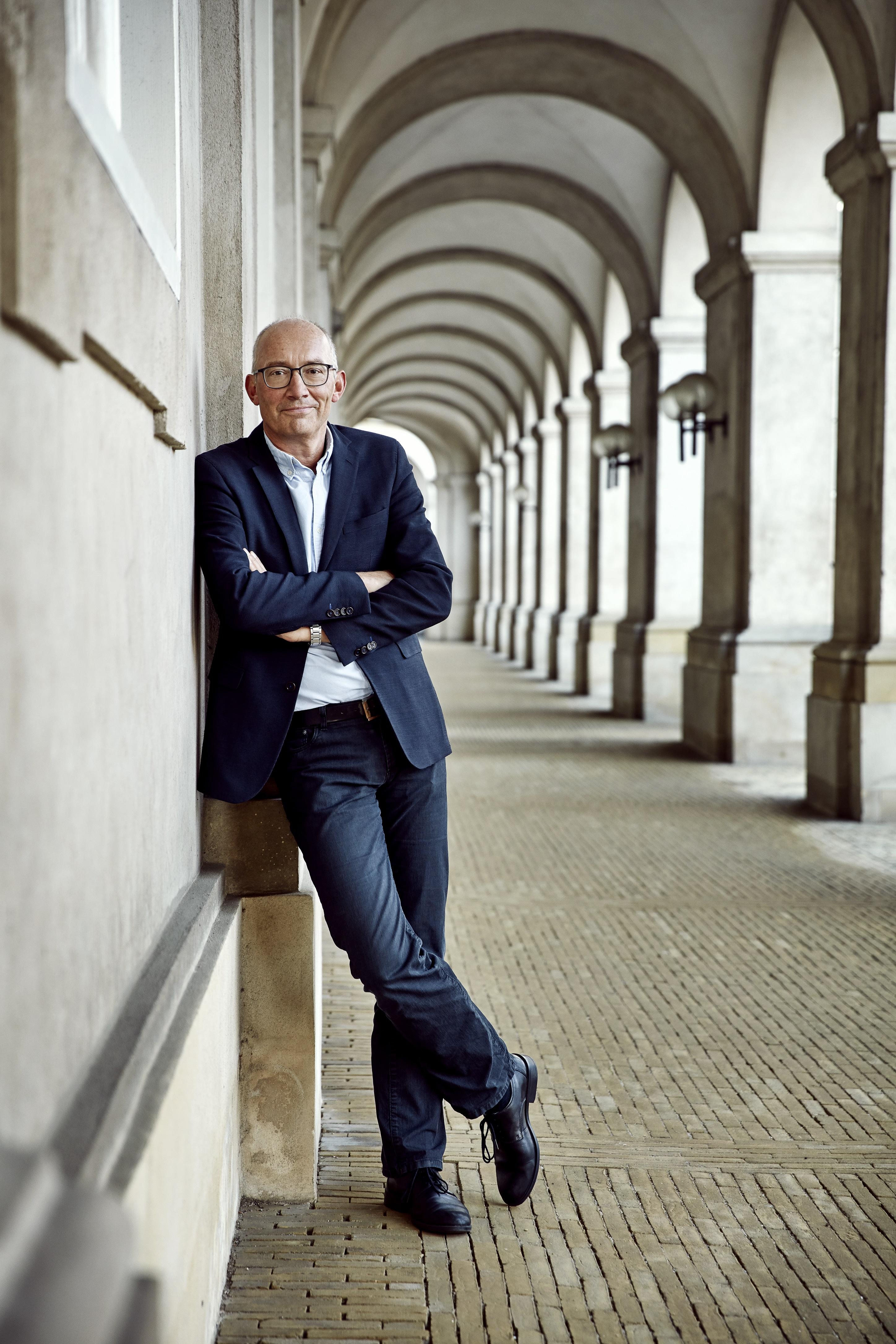 Niels Krause-Kjær - find hans bøger hos Saxo