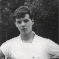 Morten Grunwald på tennisbanen fra bogen 'Barn af besættelsen'